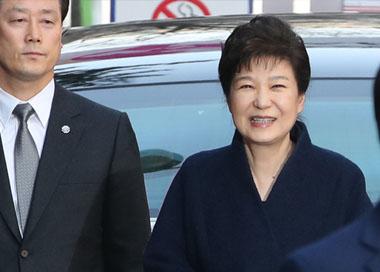 朴槿惠首次受讯 21小时都发生了什么?