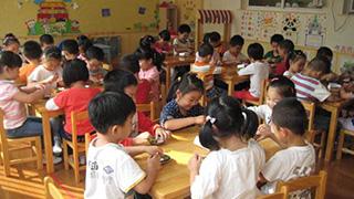 """学校布置作业""""剥毛豆"""""""