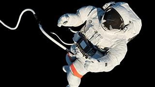 美国宇航员忘装SD卡