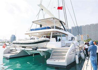 海南三亚迎来首艘香港籍游艇入境