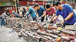 香港市民自发清理路障